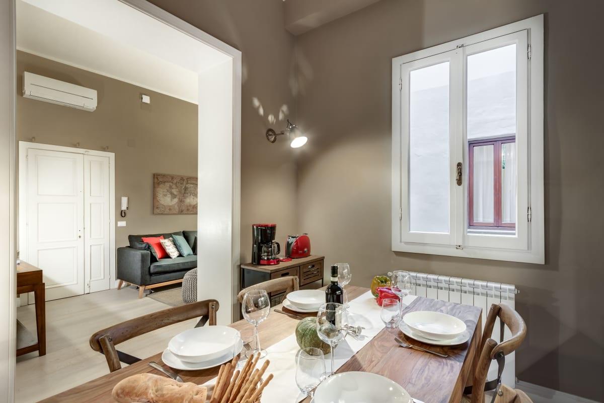 GIGLIO COURTYARD - Duomo Stylish Apartment! photo 20020474
