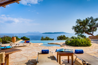 Villa Anatoli - Luxury seafront villa with private pool and jacuzzi