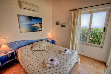 Bedroom 1 with impessive sea view