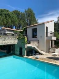 Villa EXCEPTIONNELLE quartier calme. prestations complètes et haut de gamme
