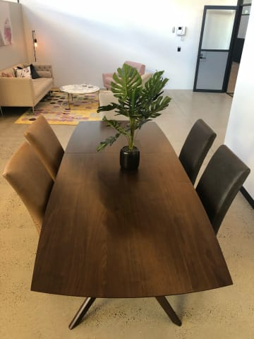 Elizabeth extendable dining table walnut 01