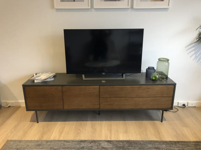 Prato large entertainment unit 01