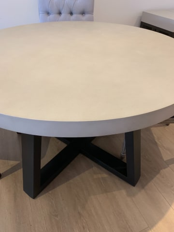 Marin round dining table 02