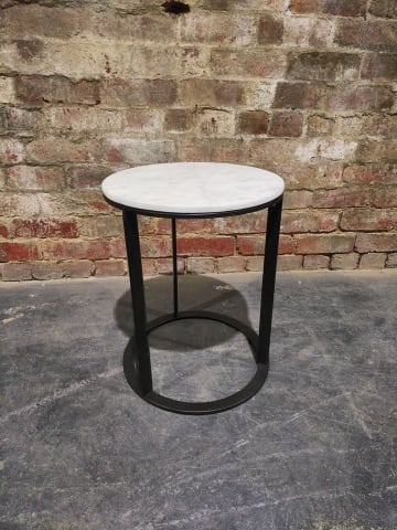 Huber side table white banswara marble w black 02
