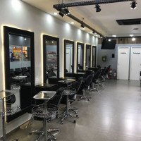 Vaga Emprego Revendedor(a) Mooca SAO PAULO São Paulo SALÃO DE BELEZA Studio Sky Hair Design