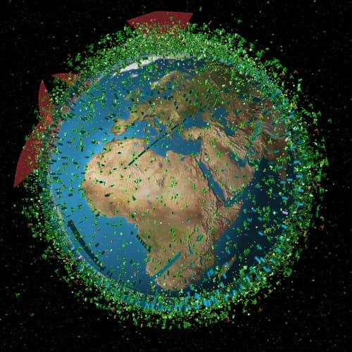 Visualisation en temps réel des satellites en orbite autour de la Terre.