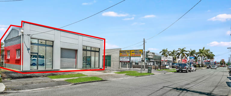 Showrooms / Bulky Goods commercial property for lease at 128 Brisbane Road Labrador QLD 4215