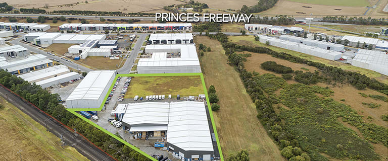 Factory, Warehouse & Industrial commercial property for sale at 13 Sharnet Circuit Pakenham VIC 3810