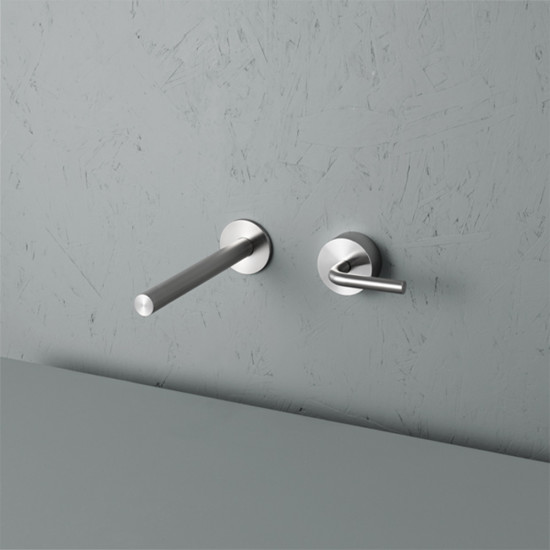 Levo: Wall mount mixer with spout in different versions and lengths
