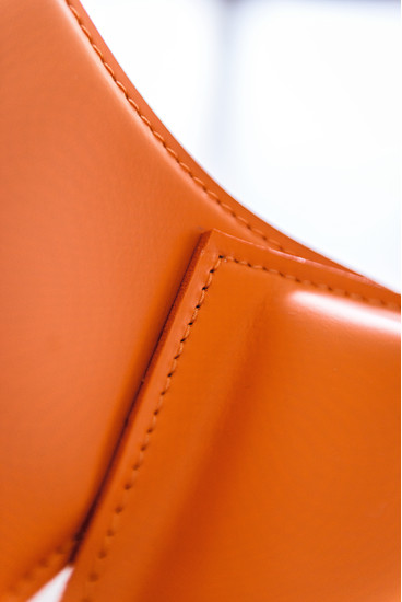Apelle AT : Chair available in different colours