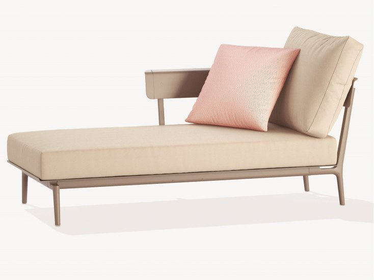Aikana: Dormeuse in painted aluminium with seat cushion
