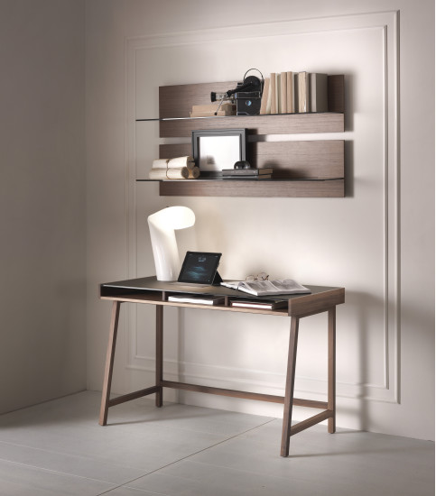 Abaco: Writing desk with glass top in different finishings