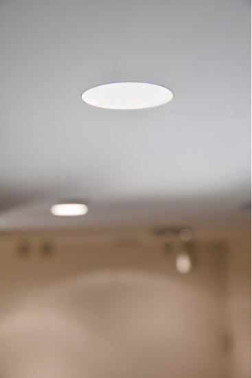 7010: Flush mount spotlight