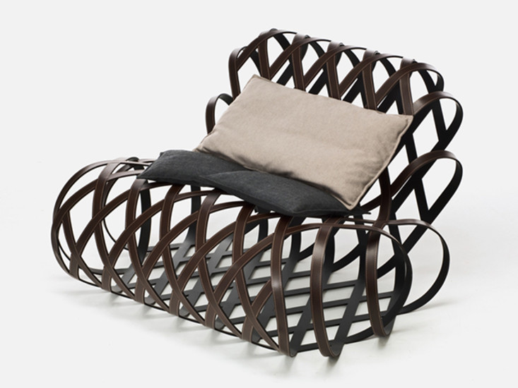 Aria: Lounge chair in saddle leather with pillows