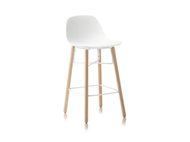 Babah W-SG-65: Stool available in different colours and finishings