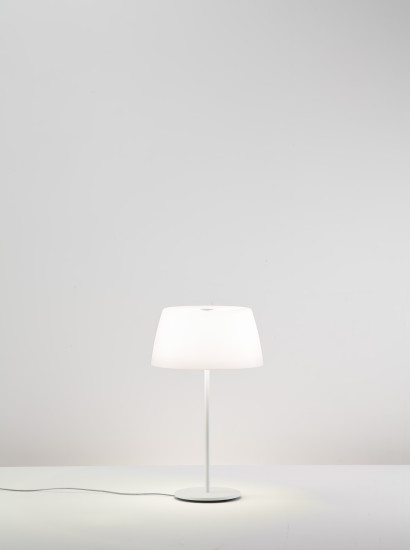 Ginger T30 / T50: Table lamp available in different sizes