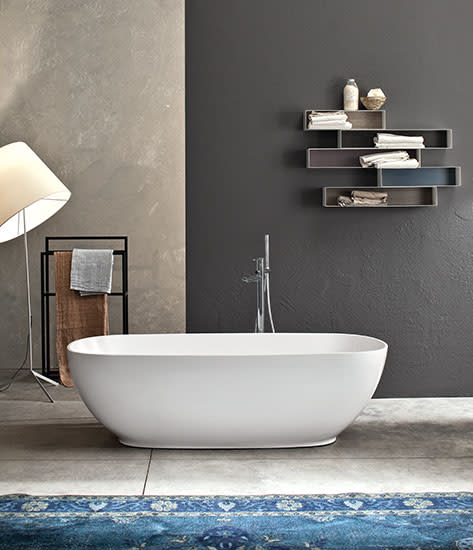 Betty: Free standing bath in different finishings