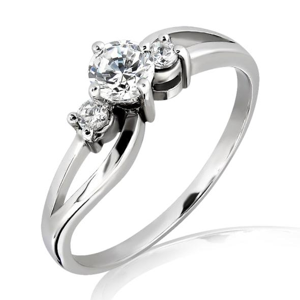 แหวนทอง 18K ประดับเพชร น้ำหนักรวม 0.25 กะรัต ค่าสี E ค่าความสะอาด VS2