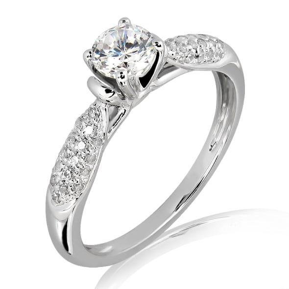 แหวนทอง 18K ประดับเพชร น้ำหนักรวม 0.45 กะรัต ค่าสี E ค่าความสะอาด VVS2