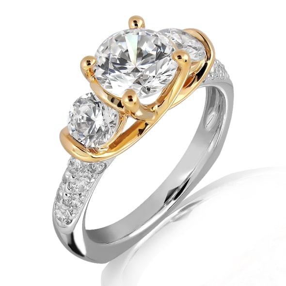 แหวนทอง 18K ประดับเพชร น้ำหนักรวม 0.65 กะรัต ค่าสี E ค่าความสะอาด VS