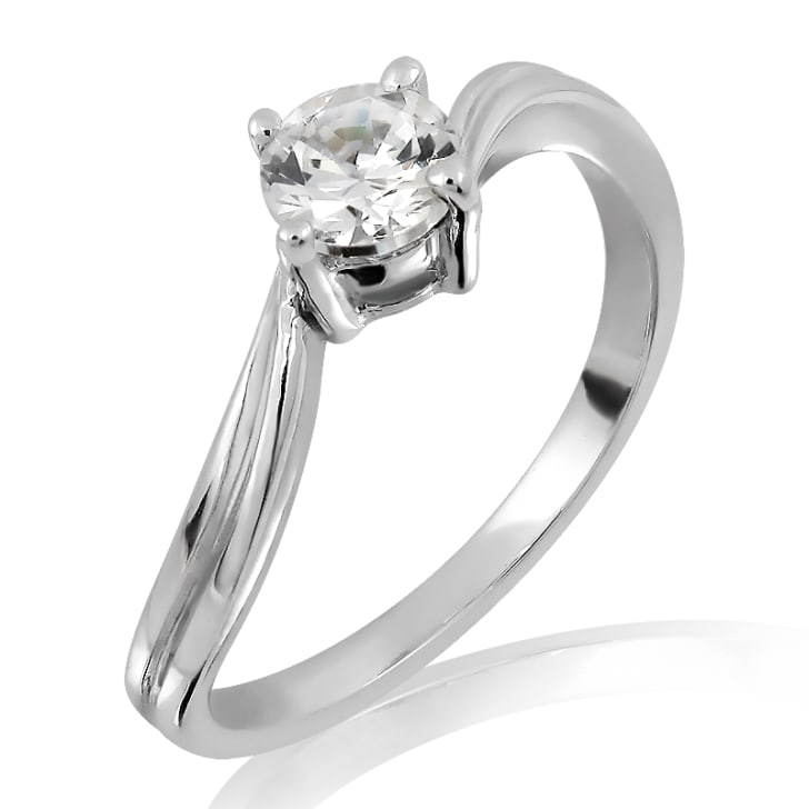 แหวนทอง 18K ประดับเพชร น้ำหนักรวม 0.50 กะรัต ค่าสี F ค่าความสะอาด VVS1 EX/EX/EX เพชรมาพร้อมใบรับรองจากสถาบัน GIA