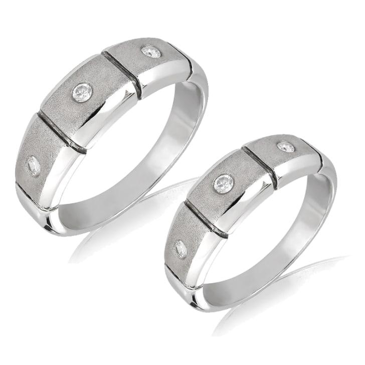 แหวนคู่รักทอง 18K ประดับเพชร น้ำหนักรวม 0.18 กะรัต ค่าสี E ค่าความสะอาด VS