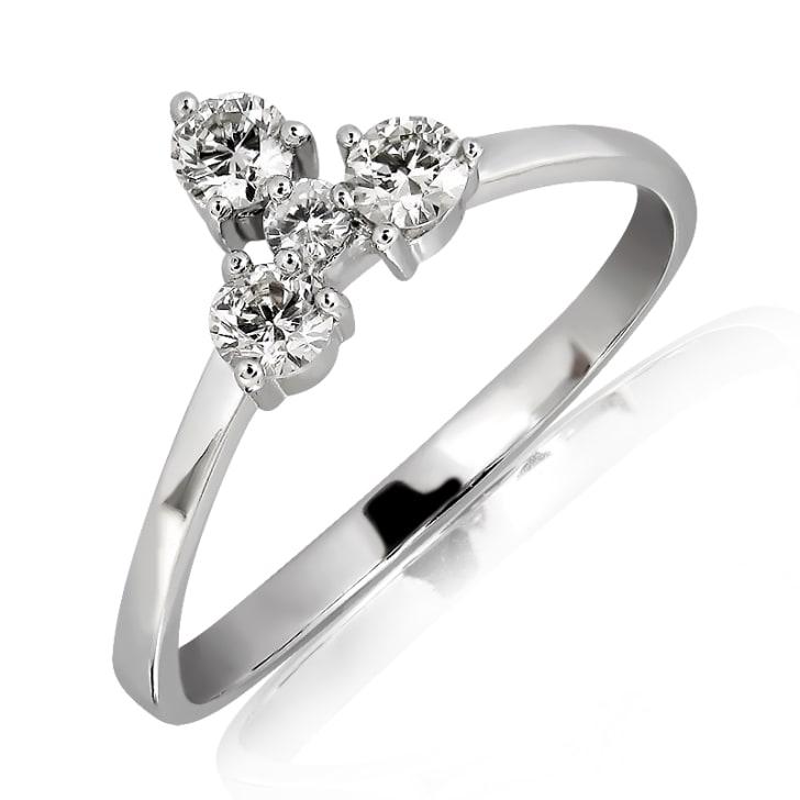 แหวนทอง 18K  ประดับเพชร น้ำหนักรวม 0.32 กะรัต ค่าสี F ค่าความสะอาด VS2