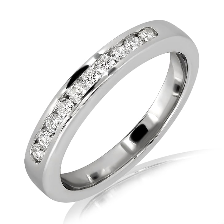 แหวนทอง 18K  ประดับเพชร น้ำหนักรวม 0.24 กะรัต ค่าสี F ค่าความสะอาด VS2