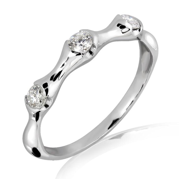 แหวนทอง 18K  ประดับเพชร น้ำหนักรวม 0.22 กะรัต ค่าสี F ค่าความสะอาด VS2