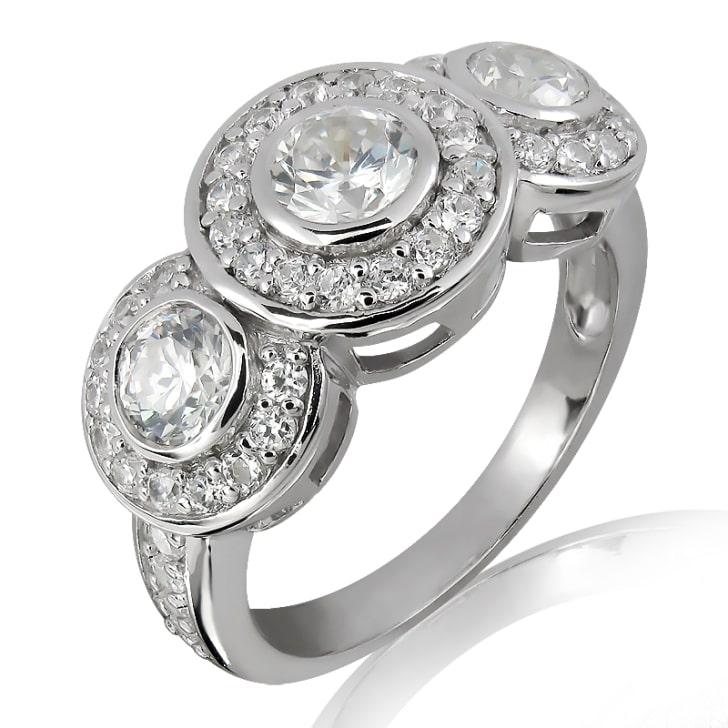 แหวนทอง 18K ประดับเพชร น้ำหนักรวม 1.46 กะรัต ค่าสี E ค่าความสะอาด VS2