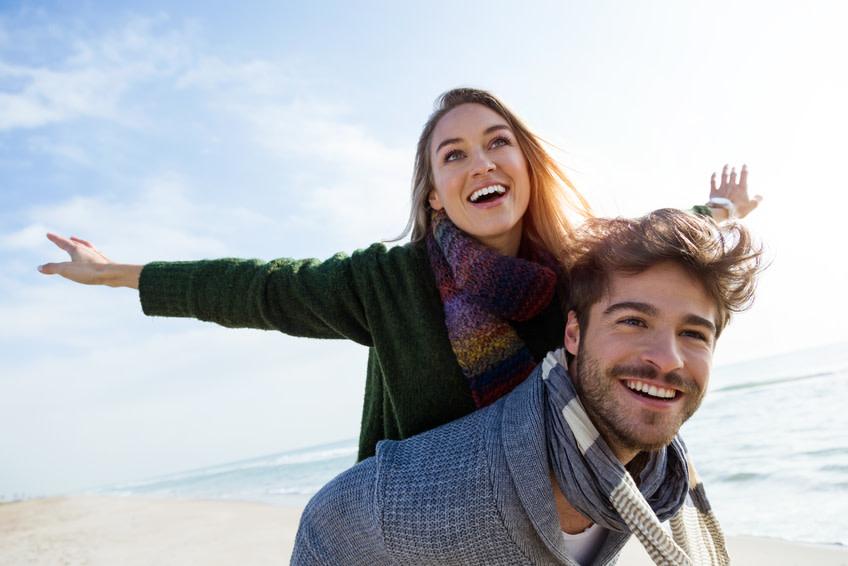 Ein strahlend schönes Lächeln macht einen tollen Tag perfekt. - nenetus Fotolia