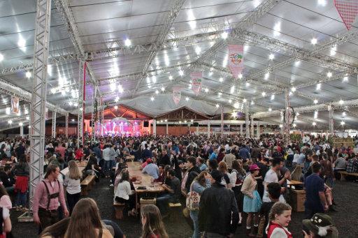 O público lotou o espaço do evento