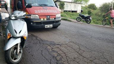 Motociclista sofre queda após cair em buraco no bairro Clara Adélia