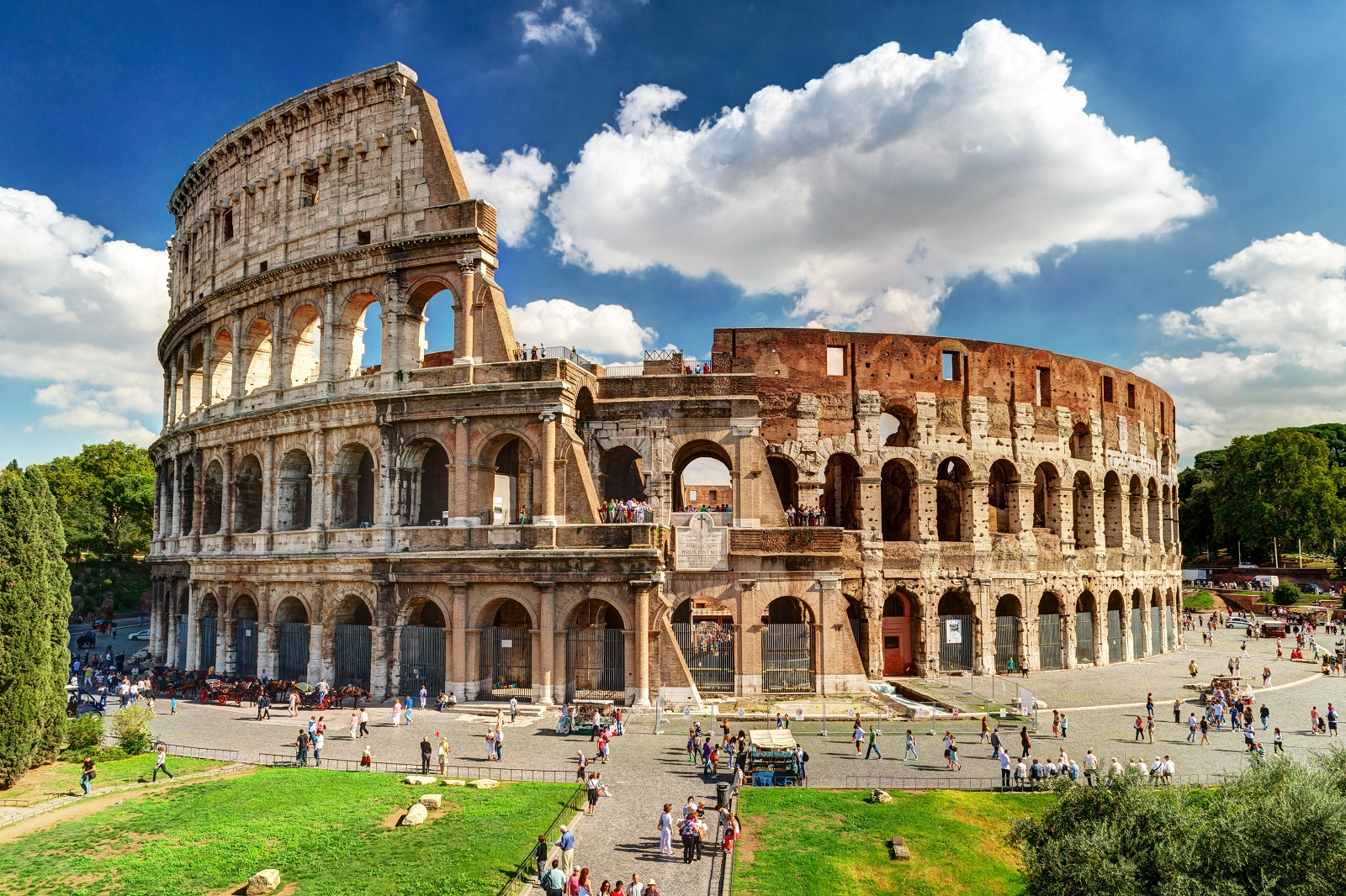 Built in Classical style, the famous Colosseum in Rome could hold nearly 50 to 80,000 spectators in its heyday, who all flocked to the amphitheatre to watch gladiatorial contests.
