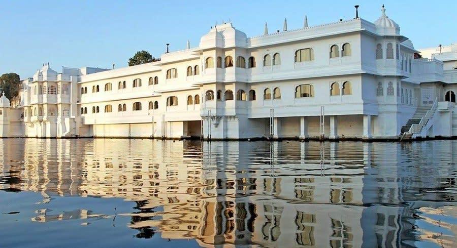 Außenansicht von Taj Lake Palace Hotel in Udaipur, Rajasthan