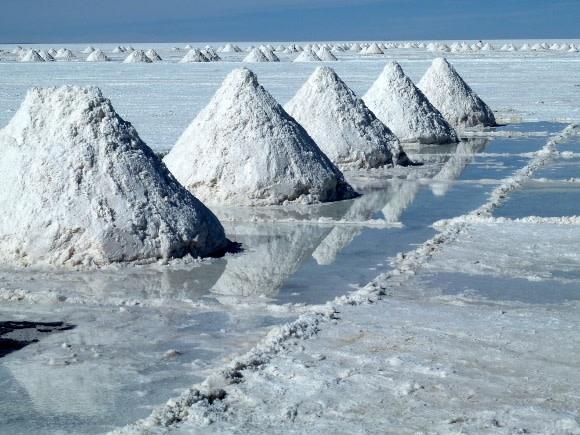 The stunning salt flats of Uyuni