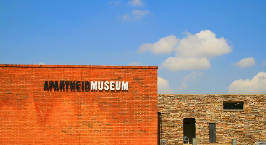 Bildungsreisen Senioren: Besuch im Apartheid Museum in Johannesburg