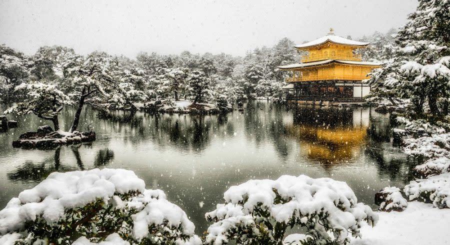 Enchanting Travels Japan Tours Kinkakuji with snowing and Lake Mirror