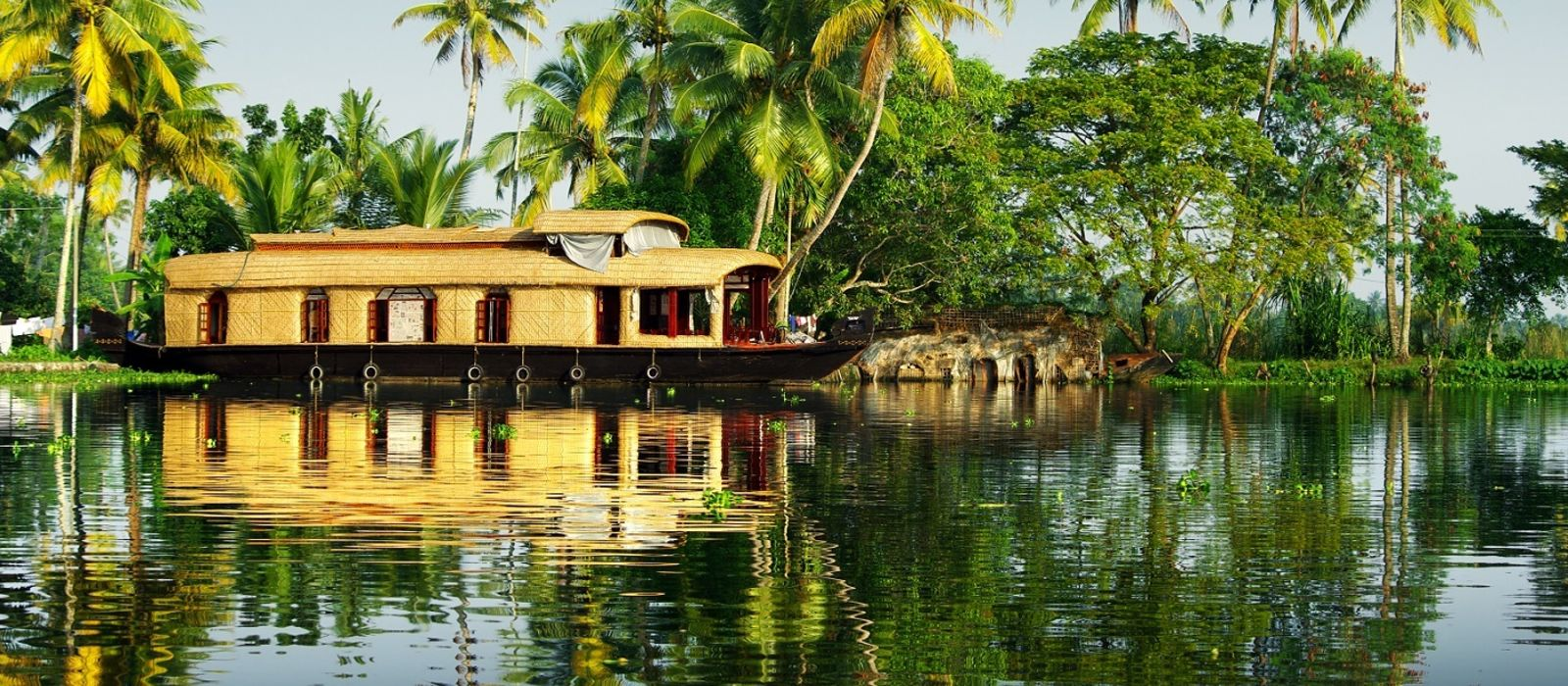 Backwaters to Beaches – Best of Kerala & Sri Lanka Tour Trip 7