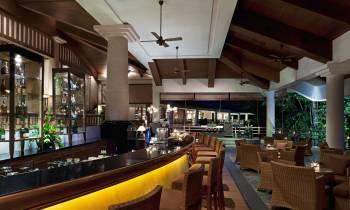 Jentayu Lounge at night