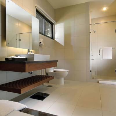 Premium Beachfront Bathroom