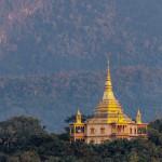 Schöner buddhistischer mit Berghintergrund, Wat Pa Phon Phao bei Luang Prabang, Laos, AsienTempel