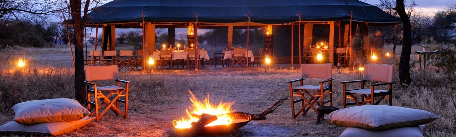 Lagerfeuer vor dem Safarizelt