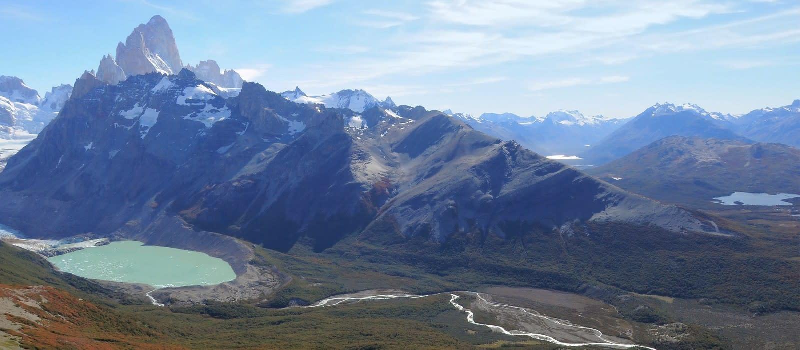 Berglandschaft mit See in Patagonien, Argentinien