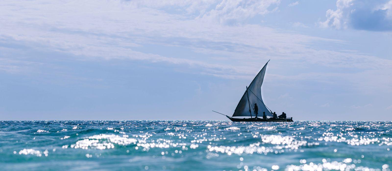 Hölzerne traditionelle Boote in Nungwi/Zanzibar/Tansania, Fischerboote