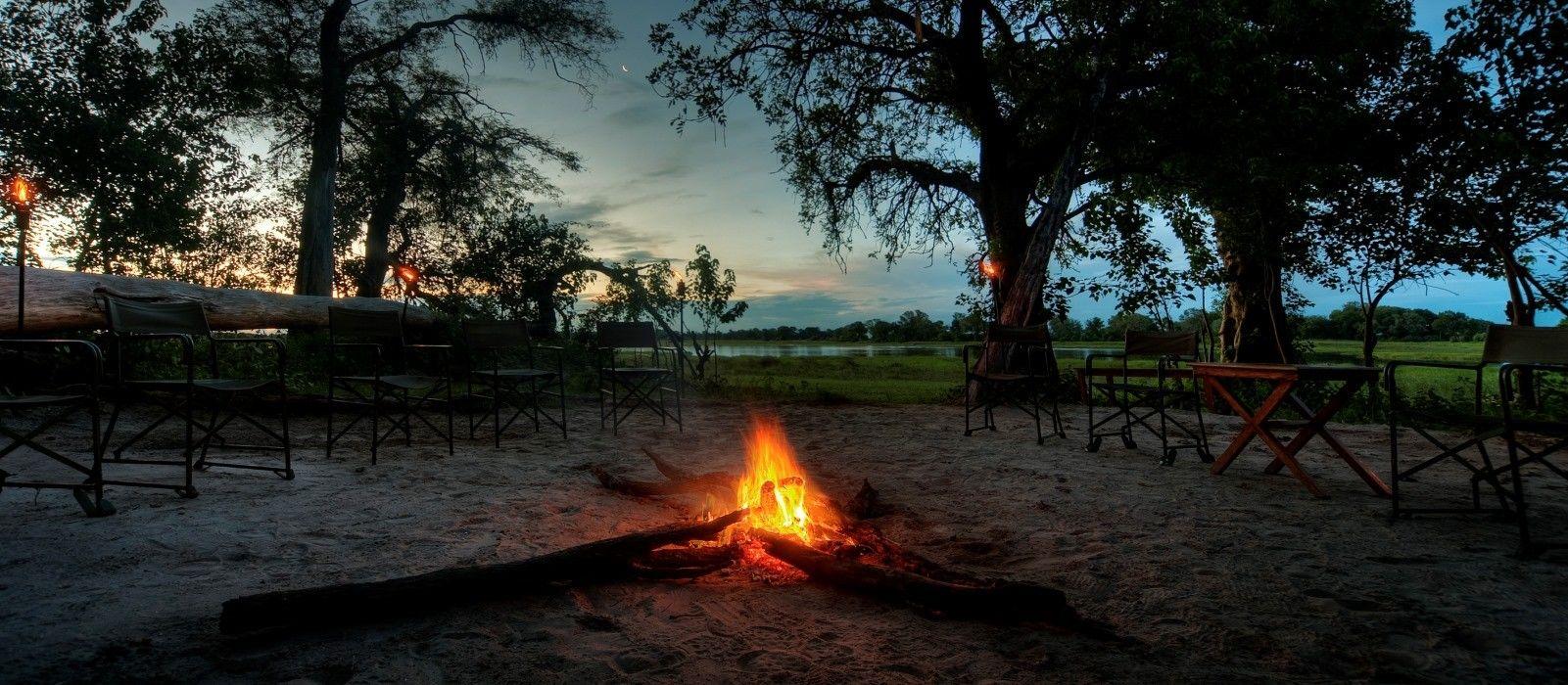 Lagerfeuer im afrikanischen Busch
