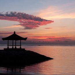 Sonnenaufgang am Sanur Beach in Bali, Indonesien Rundreise