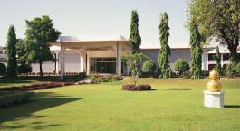 Enchanting  Travels -Nordindien Reisen - Khajuraho - Hotel Chandela - Außenansicht