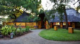 Außenbereich im Hotel Maramba River Lodge, Viktoriafälle, Zambia