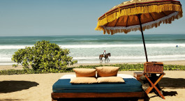 Blick auf den Strand im Oberoi Seminyak Hotel, Seminyak in Indonesien